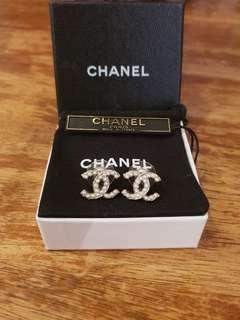 ✔Authentic CHANEL CC Classic Pearl Gold Earrings