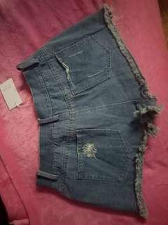 Studs denim shorts