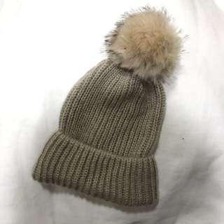 🚚 「冬天保暖必備」Zara 少用二手 針織毛帽(焦糖瑪奇朵+絨 毛球)