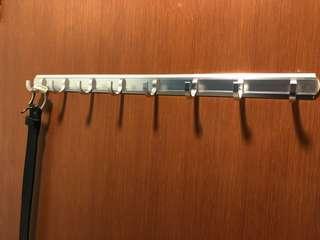 Screwless/Boltless Door Hook