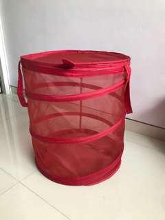 🚚 Red laundry basket