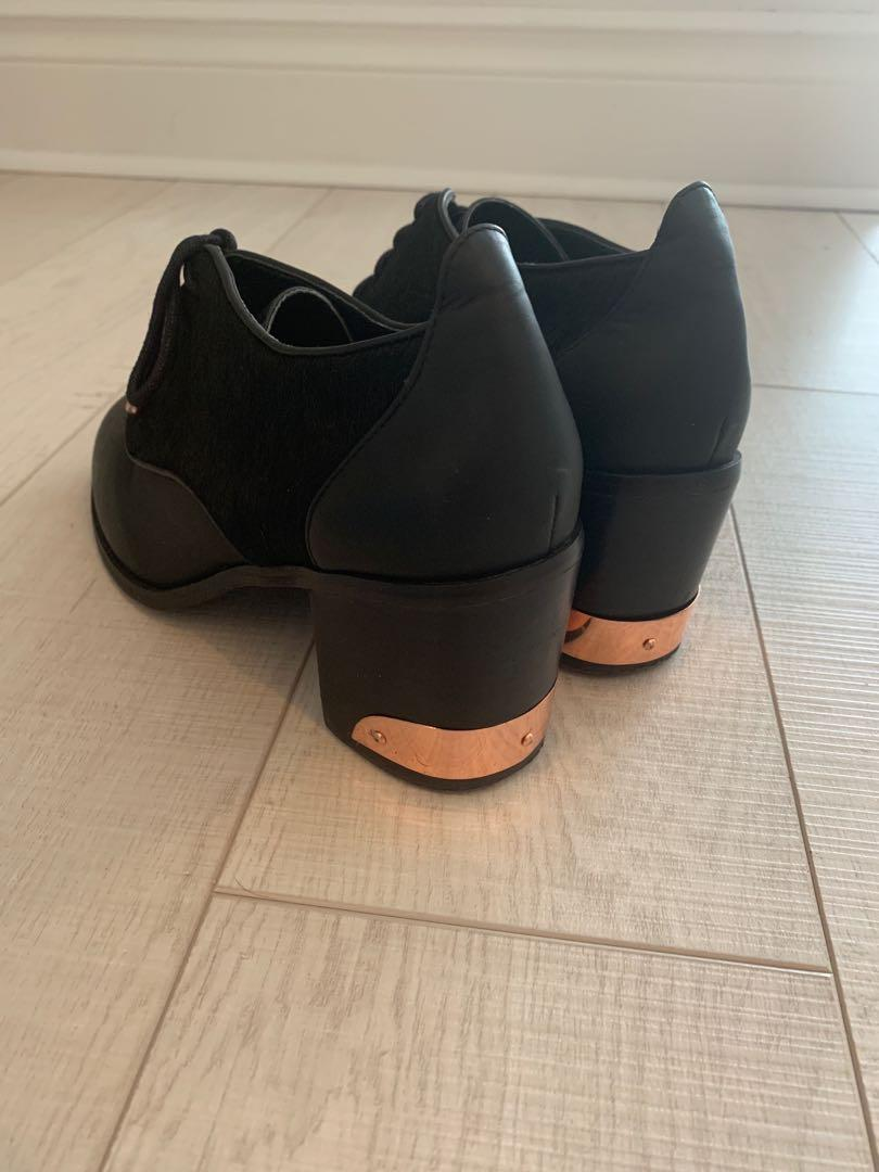 Oxford heels with horse hair and rose gold detail