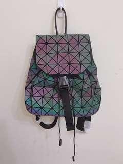 三宅款 銀河綠三角幾何後背包