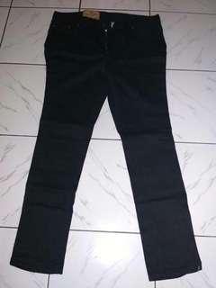 jeans hitam pria