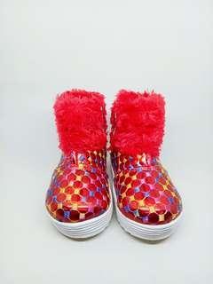 Sepatu boot anak merah