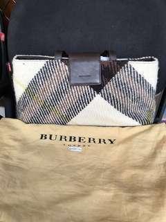 Best Deal! Burberry London short handle purse