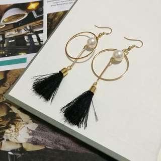 Simple Geometric Pearl earrings