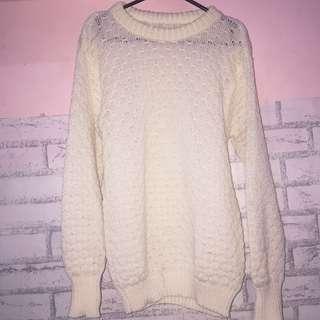 sweater broken white rajut