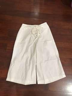 Celana Putih Detail Tali