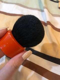 hakuhodo kinoko brush (vermilion) / kuas kabuki