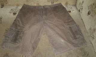 2 celana pendek leggs 38