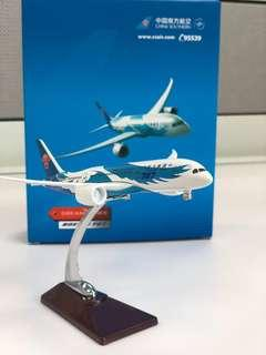China Southern Dreamliner Boeing 787 diecast model 1:300