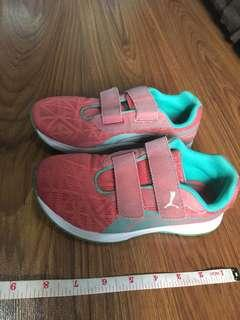 Authentic puma rubber for girls maybe good for 9-12 yrs old