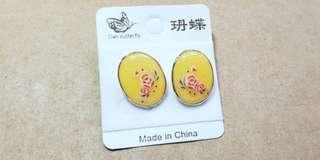 黃色貼耳耳環