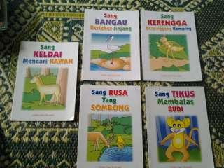 Buku cerita( semua ada 11 unit semua sekali rm30 sekali pos)