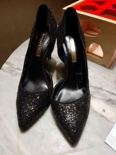 Sepatu charles n keith 35