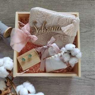 Bridesmaid Gift Set - Lace Pouch/ Earrings/Pearl Clip