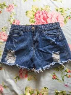 🚚 ripped denim shorts