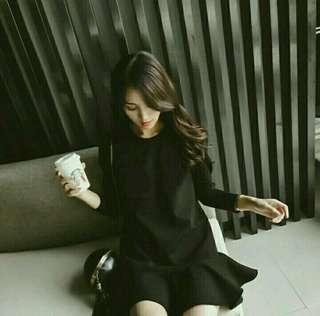 🚚 秋冬季復古簡約裙子長袖荷葉邊顯瘦連身裙赫本小黑裙長袖洋裝波浪裙