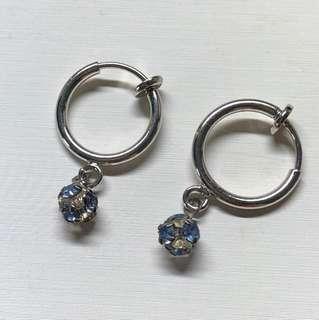 🚚 藍碎鑽夾式耳環