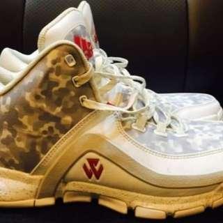 2手,John wall,US9.5,500元,鞋況完整,別再問。