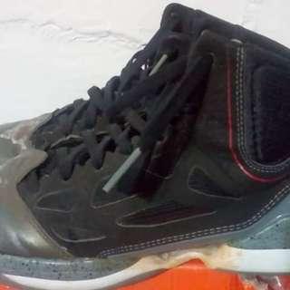 2手,rose,US10,300元,鞋價已反應鞋況,別再問。