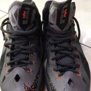 2手,LeBron 10代,US11,500元,鞋價已反應鞋況,別再問。