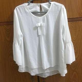Baju blouse putih terompet