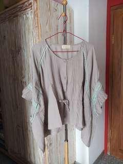 Like new! Korean blouse