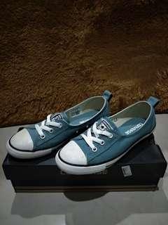 (BACA Bio) Sepatu Converse (Original)