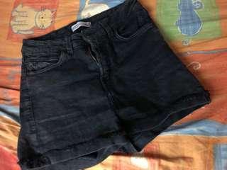 🚚 Bershka黑短褲