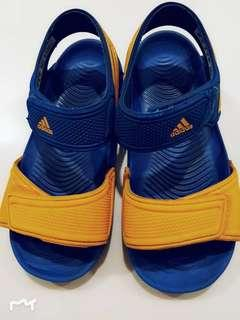 a3b5d9266905 Authentic Adidas Sandals (kids)