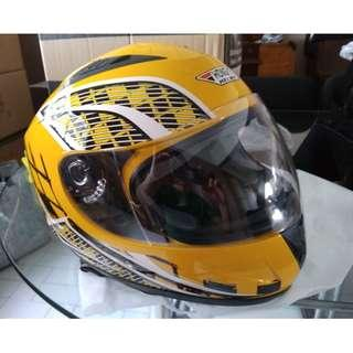 escooter, e- scooter, electric scooter,electric bicycle, motorcycle full helmet andes hongye yellow