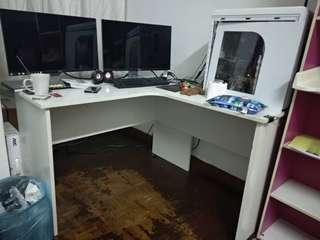 Computer Table , Coner L shape table