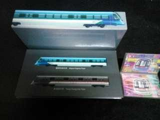 收藏两款列車模型