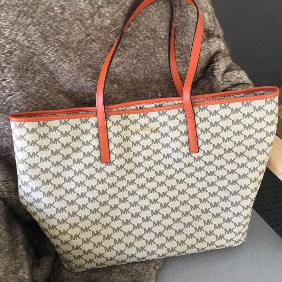 NEAR NEW AUTHENTIC Large Studio Emry Top Zip Tote Bag by MICHAEL KORS