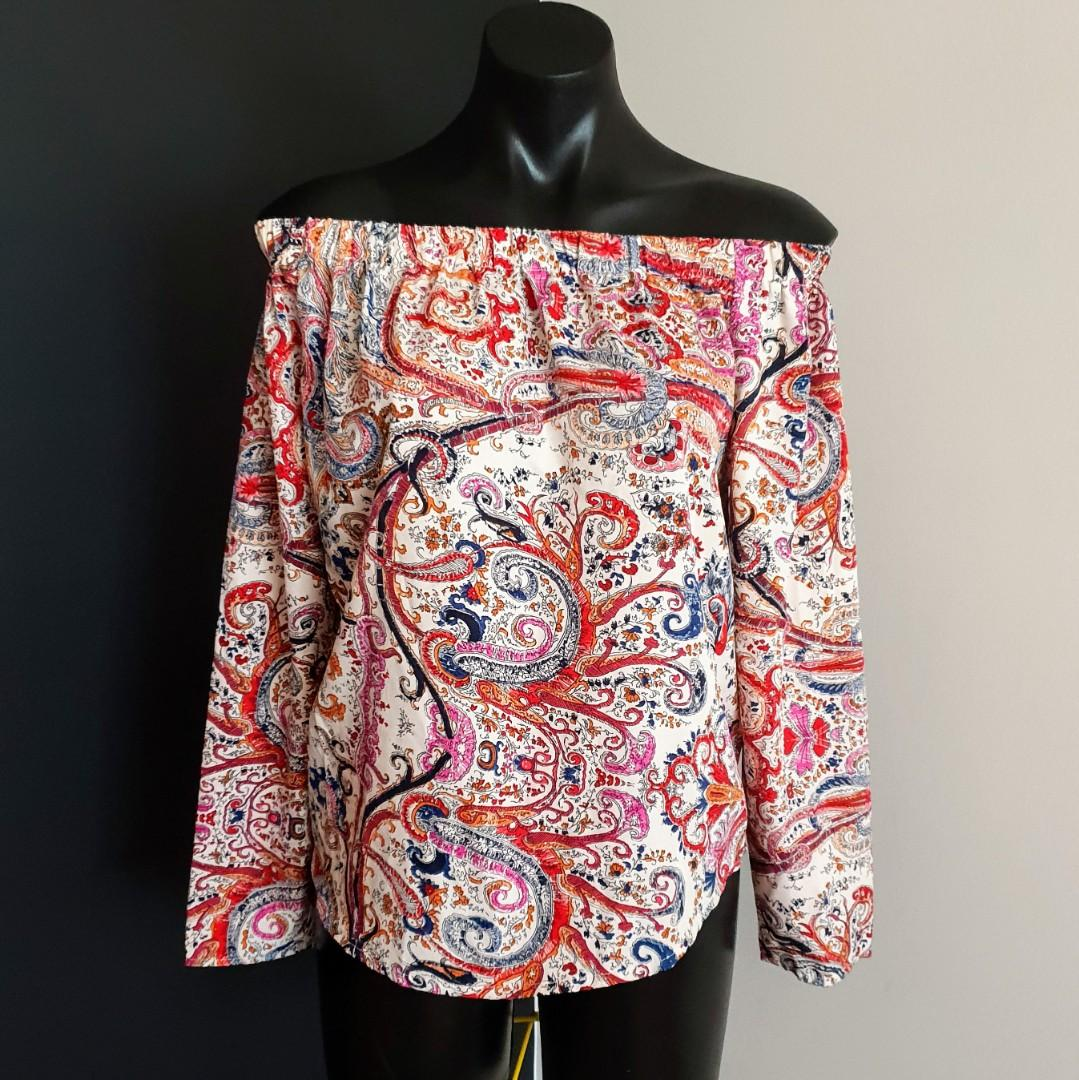 Women's size 14 'BOOHOO' Gorgeous off shoulder multi-coloured paisley print top - AS NEW