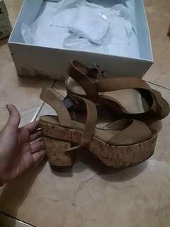 SCHUTZ Brown heels