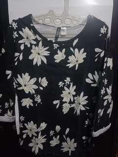 Divided tshirt floral