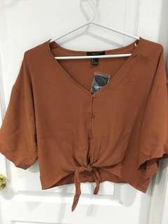 BNWT Flowy button up top