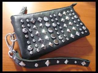 正韓國製~真皮小羊皮龐克搖滾鉚釘黑色手拿包/零錢包/鑰匙包/名片夾/證件夾萬用包~時髦有型配件