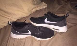 Nike Theo