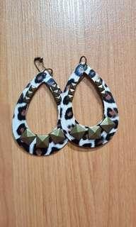 Leopard print long earring dangling