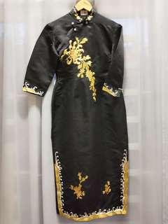Antique gold thread cheongsam