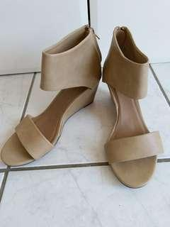 Therapy nude wedges size 8. Non-leather.