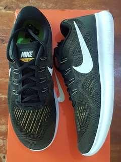 Nike Free RN 2017 running shoes size 7 US for men or 8 US for women (25 cm)