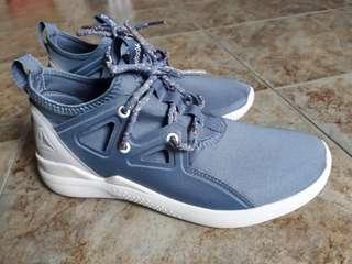 Adidas shoe BRANDNEW w TAG. size 7 37.5