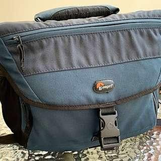 Camera Bag - Lowepro Nova 190 AW - Blue Navy