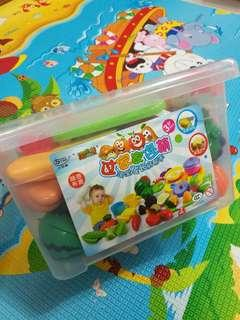 Cut fruits and vegetables toys