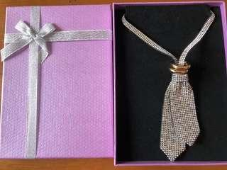 Trendy shimmer tie necklace